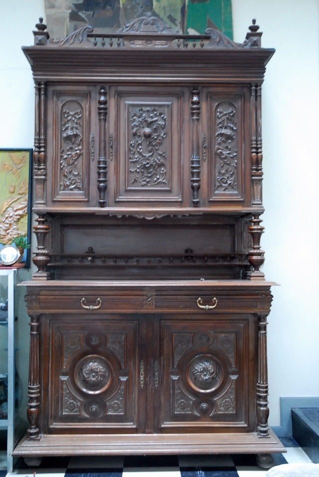 Un vaisselier henri ii for Meuble henri 2