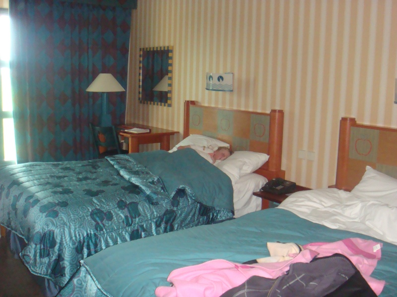 h tel disney disney 39 s hotel new york page 3. Black Bedroom Furniture Sets. Home Design Ideas