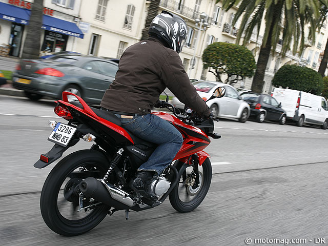 essai honda 125 cbf 2009 forum moto moto 34. Black Bedroom Furniture Sets. Home Design Ideas