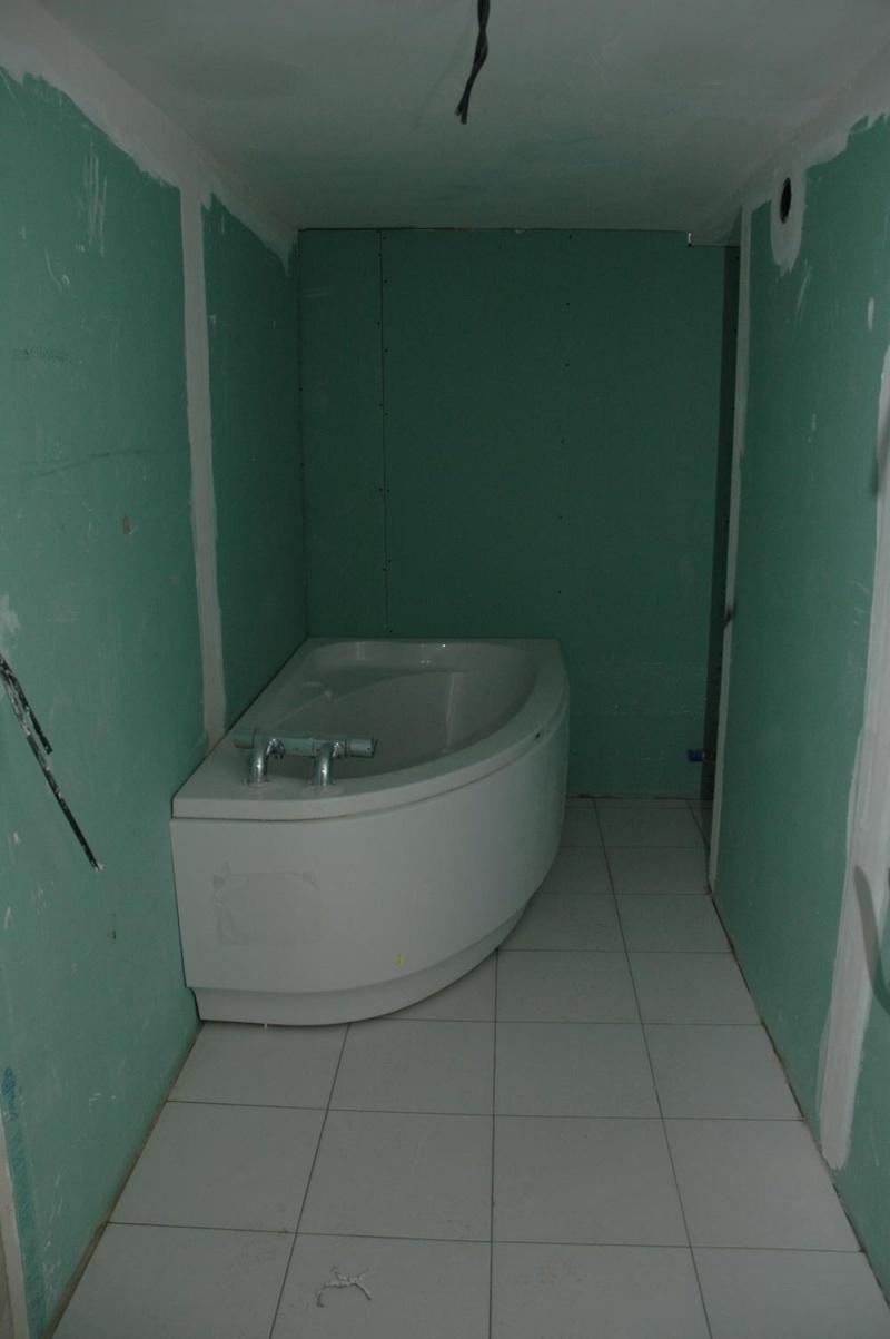 salle de bain petite et sans lumi re et basse de plafond ph page 2. Black Bedroom Furniture Sets. Home Design Ideas