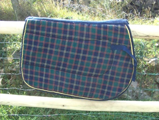 Tapis protections a vendre for Tapis chambre motif cheval