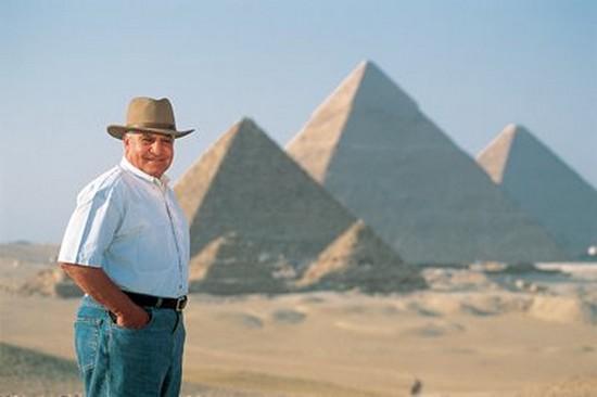 zahi Hawass antiquités egyptienne secret de la grande pyramide pour 2011 Khéops archéologie forum